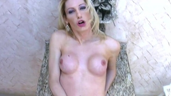 Blonde plays roughly her long cock trapped on every side morose pantyhose
