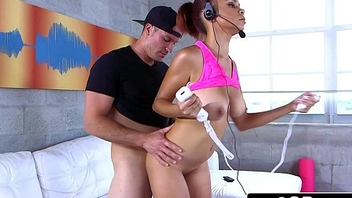 Bouncing Tits &amp_ Round Ass Gamer Teen Raven Redmond Fucked by a Chunky Horseshit